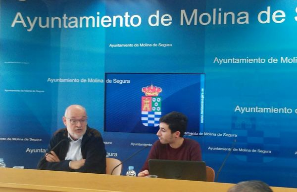 Pedro Jesús Martínez y Moisés Navarro. Rueda de prensa presentando los proyectos de Cooperación al Desarrollo que financia el Ayuntamiento.